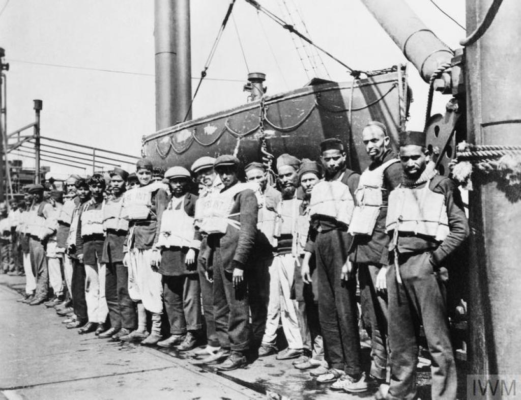 The crew of SS Chyebassa, a merchant ship of the British India Line, 1917. © IWM (Q 94607)