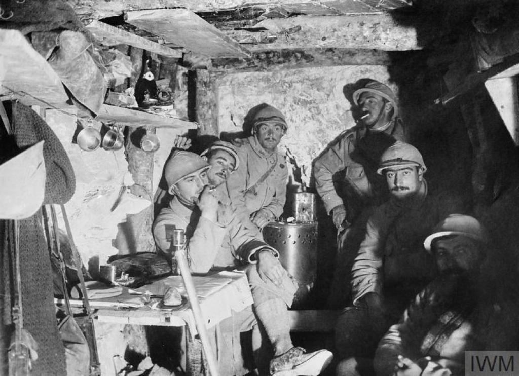 French soldiers of the 68th Infantry Regiment rest in their dugout at Artois, October 1915. © IWM (Q 49296)