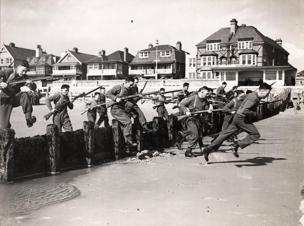 Soldiers training on Bognor Regis beach, 1939;  Frank L'Alouette Collection, by kind permission of Jeanette Hickman, Collection now at West Sussex Record Office (ref. L'ALOUETTE/A/1/2/43)
