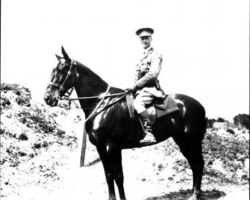 WW1 Lieutenant on horse